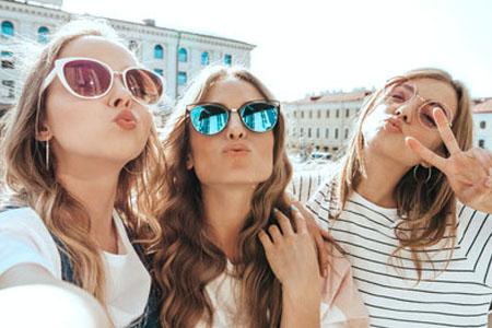 Smartphone Support glückliche Mädchen
